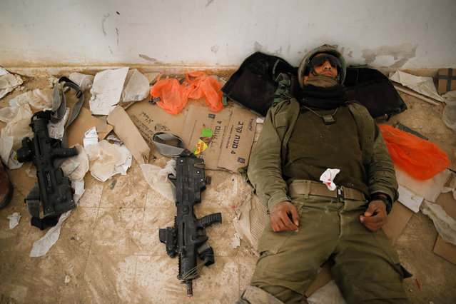 An Israeli soldier from the Nahal Infantry Brigade takes part in an urban warfare drill in an abandoned hotel in Arad, southern Israel February 8, 2017. (Photo by Amir Cohen/Reuters)