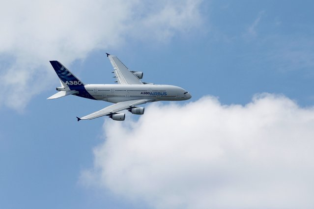 An Airbus A380, the world's largest jetliner paticipates in flying display during the 51st Paris Air Show at Le Bourget airport near Paris, June 16, 2015. Picture taken June 16, 2015. REUTERS/Pascal Rossignol