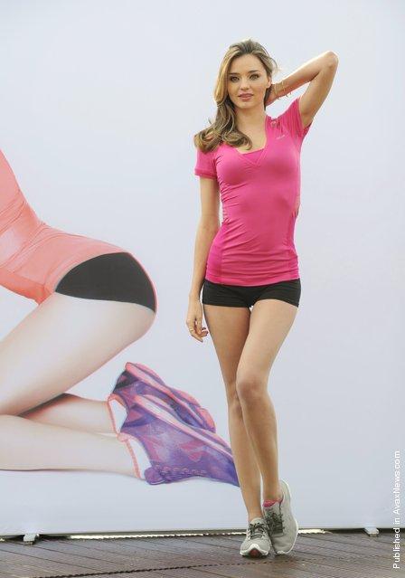 Model and Reebok Easytone Ambassador Miranda Kerr reveals a 3D image shot by Rankin during a Reebok Satisfaction photo call