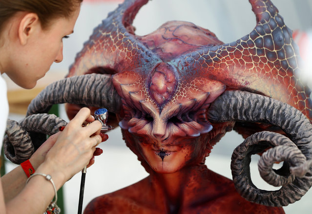 "An artist airbrushes a model during the ""World Bodypainting Festival 2017"" in Klagenfurt, Austria on July 28, 2017. (Photo by Leonhard Foeger/Reuters)"