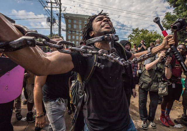 A Black Lives Matter counterprotester shouts during the Unite the Right rally in Charlottesville, Va. on August 12, 2017. (Photo by Evelyn Hockstein/The Washington Post)