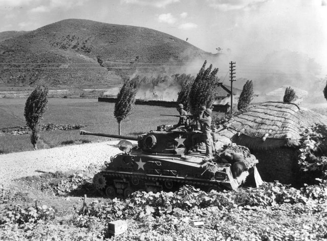 An American Army tank firing on enemy positions in the area around Masan in Korea, 16th August 1950. (Photo by Keystone)