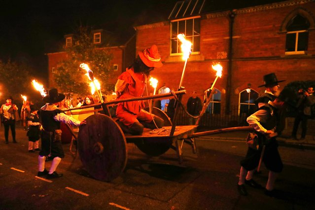 People carrying torches march during the traditional Bonfire Celebrations in Lewes, Britain, 04 November 2017. (Photo by Neil Hall/EPA/EFE)