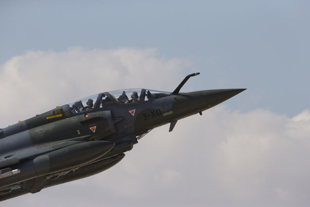 """In this Wednesday, Nov. 8, 2017 photo, A French Mirage 2000D jet fighter takes off from Ovda airbase near Eilat, southern Israel, during the 2017 Blue Flag exercise. Israel's military is holding the largest ever air drill of its kind with pilots from eight countries simulating combat scenarios. It said Thursday that Germany, India and France are taking part for the first time in the two week drill codenamed """"blue flag"""", held every two years. (Photo by Ariel Schalit/AP Photo)"""