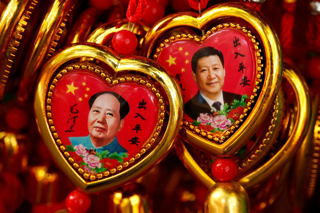 Souvenirs featuring portraits of China's late Chairman Mao Zedong and China's President Xi Jinping are seen at a shop near the Forbidden City in Beijing, China, September 9, 2016. (Photo by Thomas Peter/Reuters)