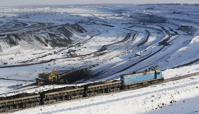 A general view shows the Borodinsky opencast colliery near the Siberian town of Borodino, east of Krasnoyarsk, Russia October 27, 2015. (Photo by Ilya Naymushin/Reuters)