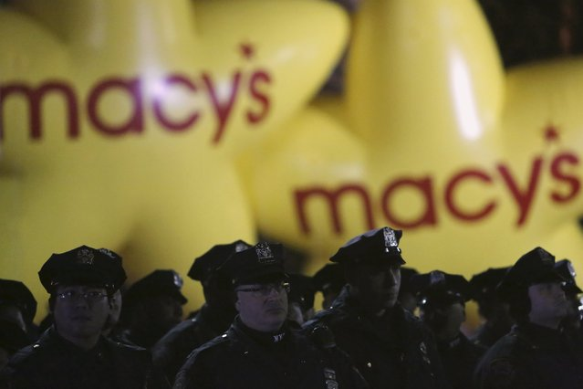 Members of the New York Police Department gather on the street before the 89th Macy's Thanksgiving Day Parade in the Manhattan borough of New York, November 26, 2015. (Photo by Andrew Kelly/Reuters)