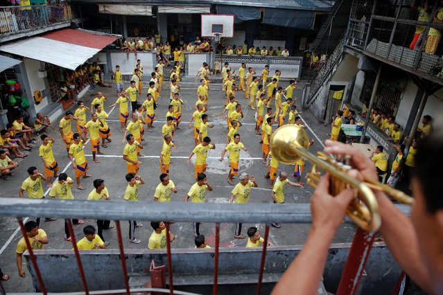Inmates dance during routine morning exercise at the court inside Quezon City Jail in Manila, Philippines October 19, 2016. (Photo by Damir Sagolj/Reuters)