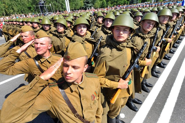 Wearing World War II-era Red Army uniform Belarus soldiers take part in the Independence Day parade in Minsk, on July 4, 2013. (Photo by Viktor Drachev/AFP Photo)