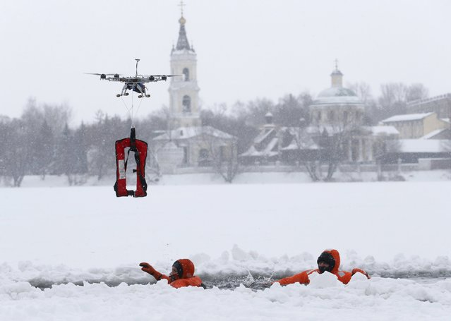 Members of the Russian Emergencies Ministry take part in a training session, part of the preparation for Russian Orthodox Epiphany celebrations, on the suburbs of Moscow, January 13, 2016. Orthodox believers will mark Epiphany on January 19 by immersing themselves in icy waters regardless of the weather. (Photo by Maxim Zmeyev/Reuters)