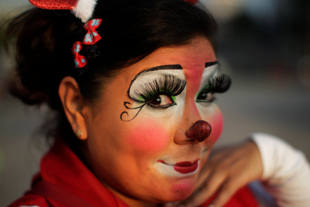 A clown poses for a picture in a parade during Salvadoran Clown Day celebrations in San Salvador, El Salvador, December 7, 2016. (Photo by Jose Cabezas/Reuters)