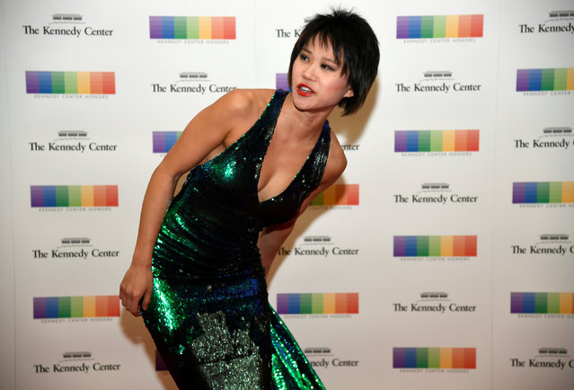 Chinese pianist Yuja Wang adjusts her dress as she arrives at the 2016 Kennedy Center Honors gala dinner at the U.S. State Department, in Washington, U.S., December 3, 2016. (Photo by Mike Theiler/Reuters)