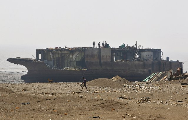 Workers dismantle a decommissioned ship at the Alang shipyard in the western Indian state of Gujarat, March 27, 2015. (Photo by Amit Dave/Reuters)