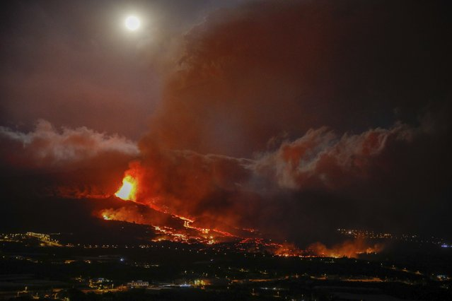 Lava erupts from a volcano near El Paso on the island of La Palma in the Canaries, Spain, Monday September 20, 2021. (Photo by k*ke Rincon/Europa Press via AP Photo)