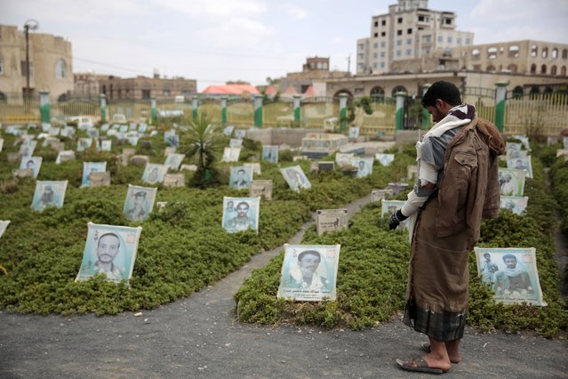 A war-disabled Houthi supporter offers prayers at the grave of his relative who was killed during recent fighting, at a cemetery in Sanaa, Yemen, Wednesday, September 29, 2021. Two days of fierce clashes between Yemeni government forces and Houthi rebels over a crucial central city have killed more than 130 fighters, mostly rebels, officials said Tuesday. (Photo by Hani Mohammed/AP Photo)