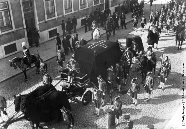 1908: The funeral procession of the assassinated king of Portugal, King Carlos I and his son, in Portugal