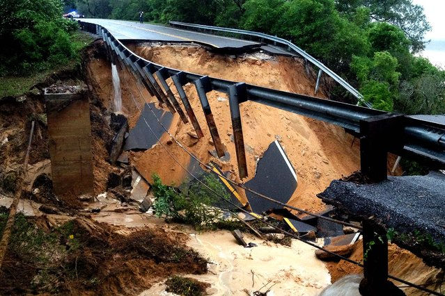A portion of the Scenic Highway collapsed near Pensacola. (Photo by Katie E. King/Pensacola News Journal)