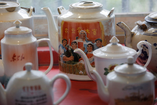 Tea pots from the 1960-70s are displayed at Jianchuan Museum Cluster in Anren, Sichuan Province, China, May 13, 2016. (Photo by Kim Kyung-Hoon/Reuters)