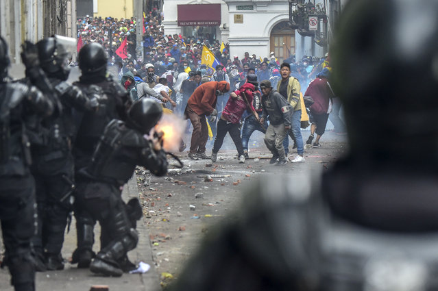 Demonstrators clash with riot police as thousands march against Ecuadorean President Lenin Moreno's decision to slash fuel subsidies, in Quito on October 9, 2019. (Photo by Martin Bernetti/AFP Photo)
