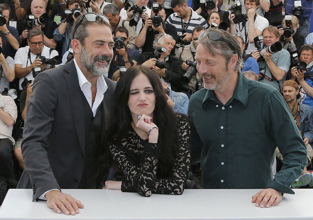 "(L-R) Cast members Jeffrey Dean Morgan, Eva Green and Mads Mikkelsen pose during a photocall for the film ""The Salvation"" out of competition at the 67th Cannes Film Festival in Cannes May 17, 2014. (Photo by Regis Duvignau/Reuters)"