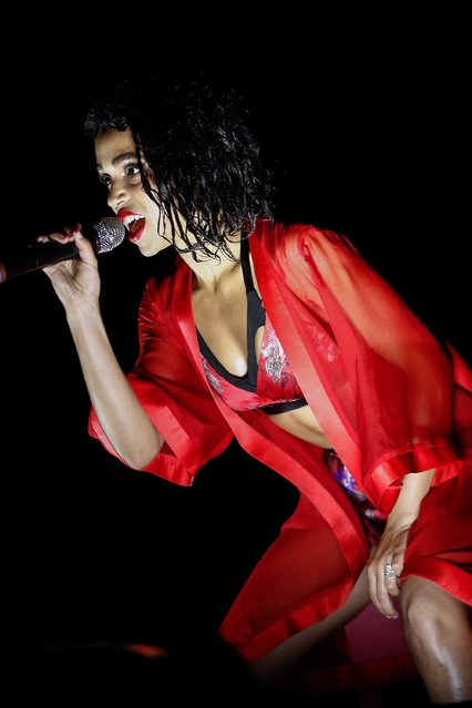 FKA Twigs performs at 2015 Lollapalooza  at Grant Park on August 2, 2015 in Chicago, Illinois. (Photo by Michael Hickey/Getty Images)