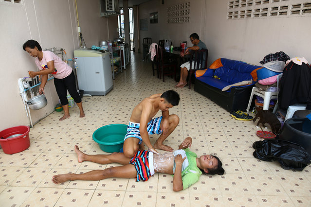 Muay Thai boxer Nong Rose Baan Charoensuk, 21, who is transgender, is massaged by her boyfriend Beer at the Baan Charoensuk gym in Chachoengsao province, Thailand, July 12, 2017. (Photo by Athit Perawongmetha/Reuters)