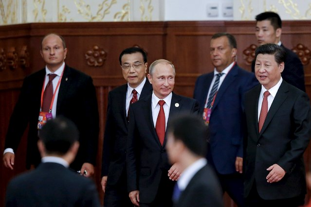 Chinese President Xi Jinping (R), Premier Li Keqiang (2nd L) and Russian President Vladimir Putin (C) attend a reception commemorating the 70th anniversary of the end of World War Two, at the Great Hall Of The People in Beijing September 3, 2015. (Photo by Lintao Zhang/Reuters)