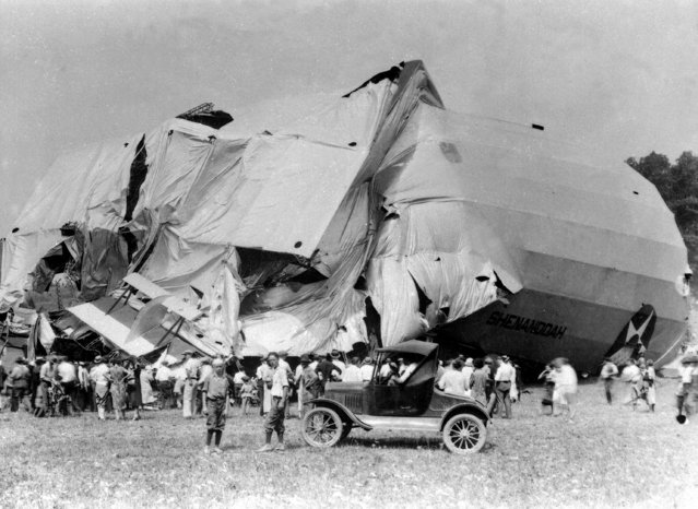 The airship USS Shenandoah lies in ruins in Caldwell, Ohio on September 4, 1925. Fourteen crew members died and twenty-nine crew members survived the destruction of the airship which took off from Lakehurst, N.J., on Sept. 2. The Shenandoah was the first rigid dirigible made in America. (Photo by AP Photo)
