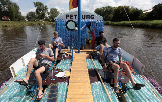 (L-R) Jan Kara, Jakub Bures, Jan Brand and Jan Holan pedal their boat, made with plastic bottles, on the Elbe river near Kostelec nad Labem July 15, 2014. (Photo by David W. Cerny/Reuters)