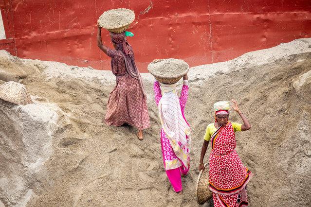 Day laborers unload sand form a boat at the Amin Bazar area in Dhaka, Bangladesh, 13 July 2020. (Photo by Monirul Alam/EPA/EFE)