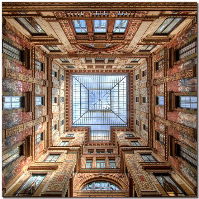 """""""The gallery"""". La Galleria Sciarra è una galleria pedonale di Roma, sita tra via Marco Minghetti, vicolo Sciarra e piazza dell'Oratorio, nel rione Trevi. (Stefano Scarselli)"""