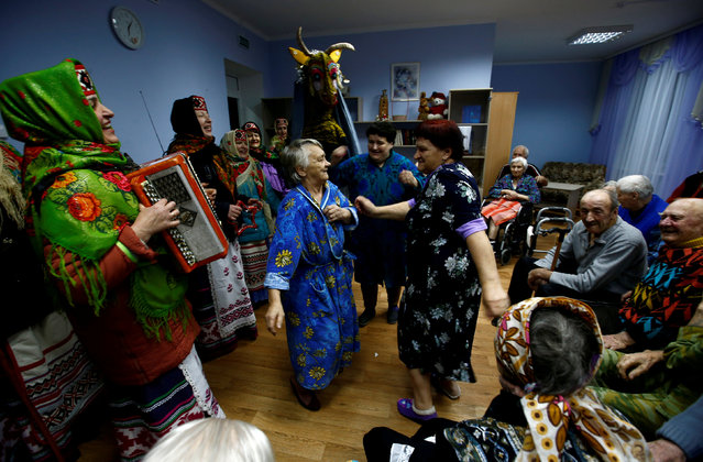 """People celebrate the pagan rite called """"Kolyadki"""" and mark the New Year, according to the Julian calendar on January 13, at the social department for the elderly and disabled people in the village of Vishnevka, Belarus January 13, 2018. (Photo by Vasily Fedosenko/Reuters)"""