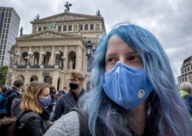 """Young people attend a """"Fridays For Future"""" protest rally in Frankfurt, Germany, Friday, September 25, 2020. (Photo by Michael Probst/AP Photo)"""