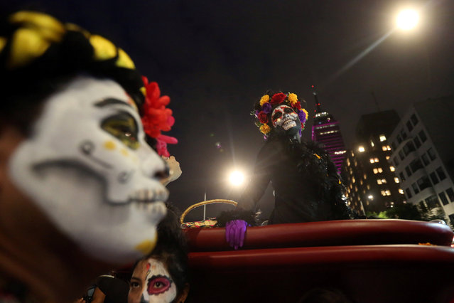 "People with their faces painted to look like the popular Mexican figure called ""Catrina"" take part in a procession to celebrate the upcoming annual Day of the Dead on November 1 and 2, at Juarez avenue, in Mexico City, Mexico, October 23, 2016. (Photo by Edgard Garrido/Reuters)"