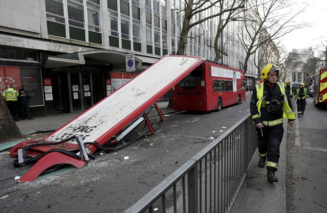 Emergency services work at the scene of a bus accident on the Kingsway in central London February 2, 2015. A number 91 double-decker bus had its roof ripped off after hitting a tree, causing injury to passengers and passers-by, local media reported. (Photo by Peter Nicholls/Reuters)