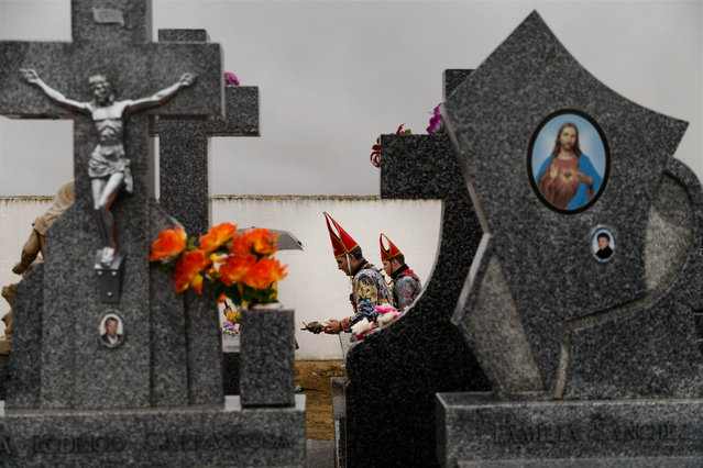 """In this February 2, 2015 picture, members of the Endiablada brotherhood walk trough the cemetery after paying respect to their deceased fellow believers and relatives during the """"Endiablada"""" traditional festival in Almonacid Del Marquesado, Spain. (Photo by Daniel Ochoa de Olza/AP Photo)"""