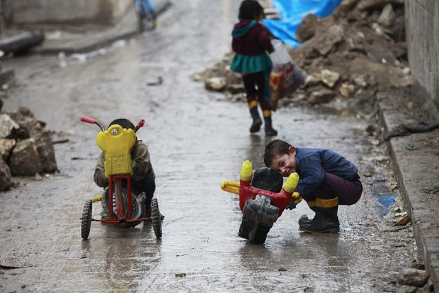 Children play on a street in Old Aleppo January 3, 2015. (Photo by Nour Kelze/Reuters)