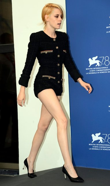 """US actress Kristen Stewart poses at a photocall for """"Spencer"""" during the 78th annual Venice International Film Festival, in Venice, Italy, 03 September 2021. The movie is presented in the Official competition """"Venezia 78"""" at the festival running from 01 to 11 September. (Photo by Claudio Onorati/EPA/EFE)"""