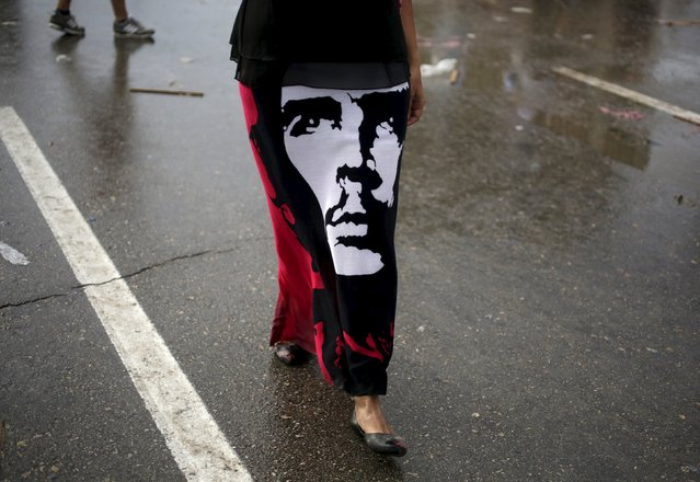 "A woman dressed in a skirt with a picture of the revolutionary hero Ernesto ""Che"" Guevara marches during a May Day parade in Havana May 1, 2015. International Workers' Day, also known as Labour Day or May Day, commemorates the struggle of workers in industrialised countries in the 19th century for better working conditions. (Photo by Enrique De La Osa/Reuters)"