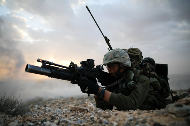 An Israeli soldier from the Nahal Infantry Brigade aims his weapon during an urban warfare drill near an abandoned hotel in Arad, southern Israel February 8, 2017. (Photo by Amir Cohen/Reuters)