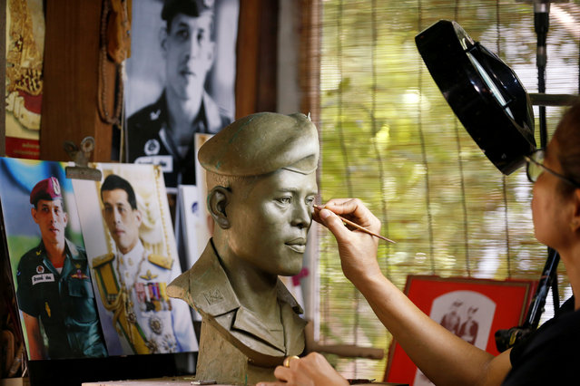 Morakot Phaophong, 47, sculpts the bust of Thailand's King Maha Vajiralongkorn in Bangkok, Thailand April 23, 2019. (Photo by Soe Zeya Tun/Reuters)
