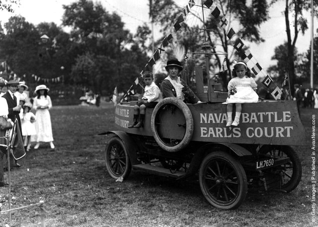 1913: Countess Maschgo in a car converted into a model 'cruiser' with some children at the Childrens Fete and Gala, Taggs Island