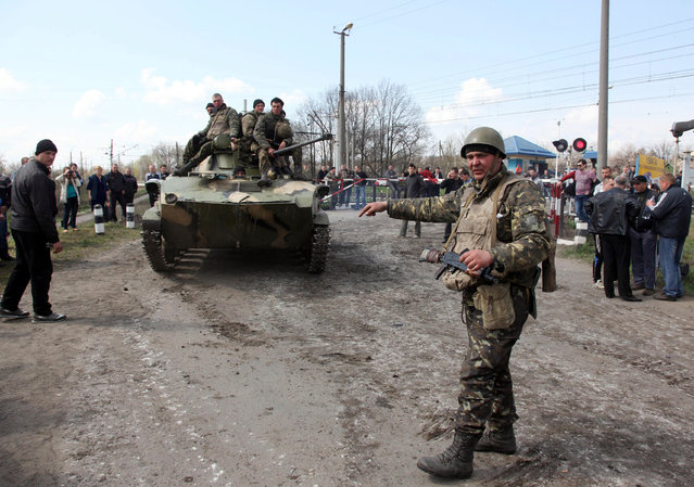 Pro-Russian activists block a collumn of Ukrainian men riding on Armoured Personnel Carriers in the eastern Ukrainian city of Kramatorsk on April 16, 2014. (Photo by Anatoliy Stepanov/AFP Photo)