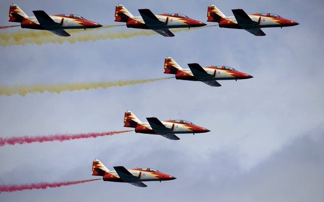 C-101 Aviojets from the Spanish Air Force aerobatic group Patrulla Aguila fly over San Lorenzo beach during an aerial exhibition in Gijon, northern Spain, July 26, 2015. (Photo by Eloy Alonso/Reuters)