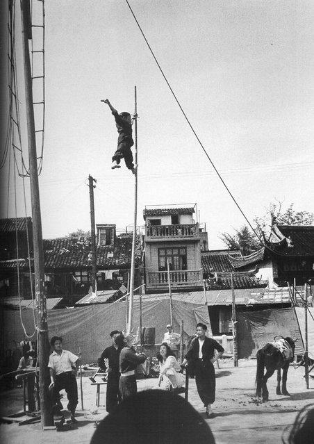 1948年5月,杂技表演 (May 1948, acrobatics)