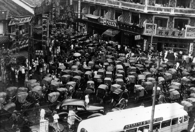 When there's a traffic jam in Shanghai, China, it's one of those affairs which would give the western world's traffic policemen a severe headache. Rush hour traffic jam in Shanghai, China, with rickshaws trying to force their way through a narrow street, on September 1, 1938. Behind this sea of man-pulled carriages, motor cars and omnibuses add to the confusion. (Photo by AP Photo)
