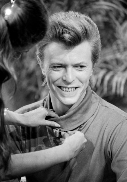 "David Bowie is shown as he prepares for an appearance on ABC-TV's ""Good Morning America"", in New York, September 3, 1980. (Photo by Dave Pickoff/AP Photo)"