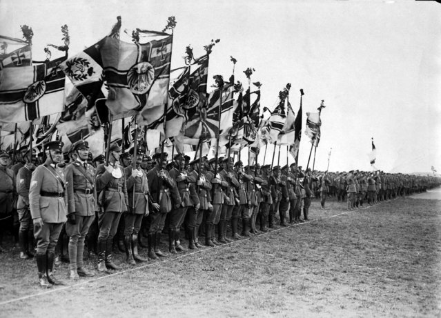 The impending flag parade of the German National Party that took place in Berlin-Tempelhof as propaganda for the government on September 4, 1932. (Photo by AP Photo)