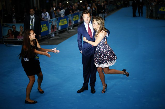 "Actress Jennifer Aniston and actor Jason Sudeikis pose for photographers as they arrive for the UK premiere of ""We're the Millers"" in Leicester Square in central London August 14, 2013. (Photo by Andrew Winning/Reuters)"