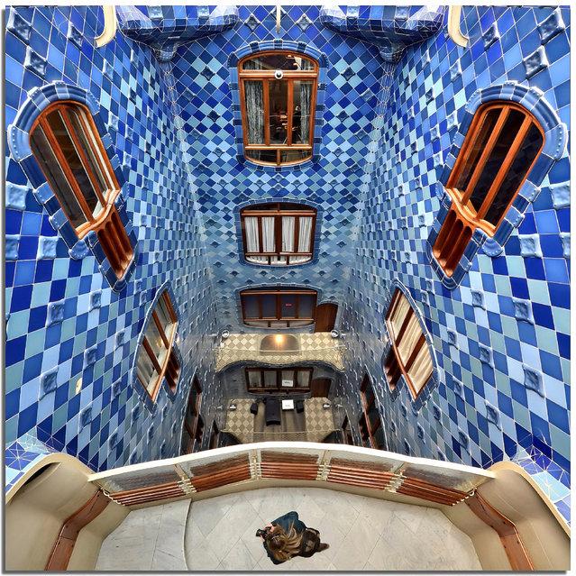 """Under my feet in Casa Batllo"". (Stefano Scarselli)"